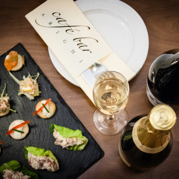 Delicious_canapes_at_arighi_bianchi_cheshire_wine_tasting